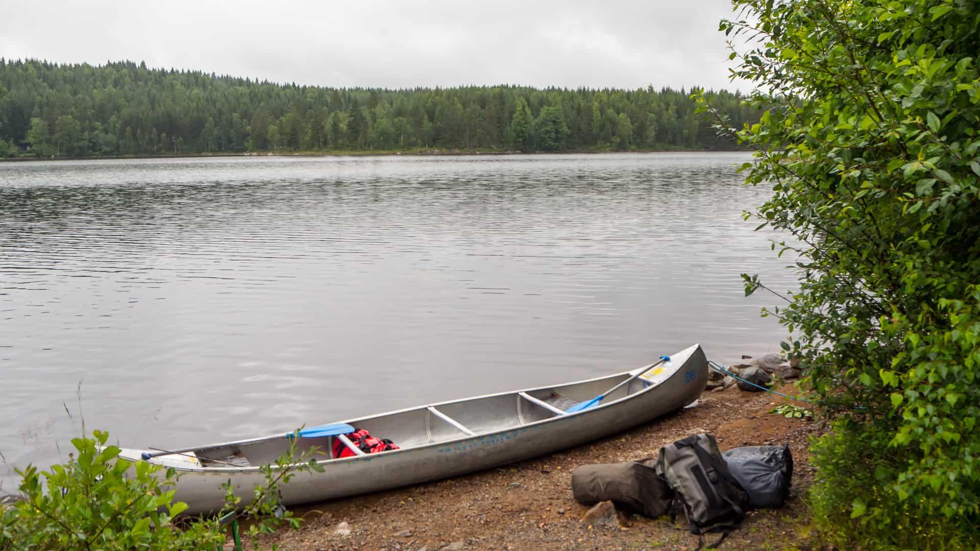 Boot beladen bei Regen