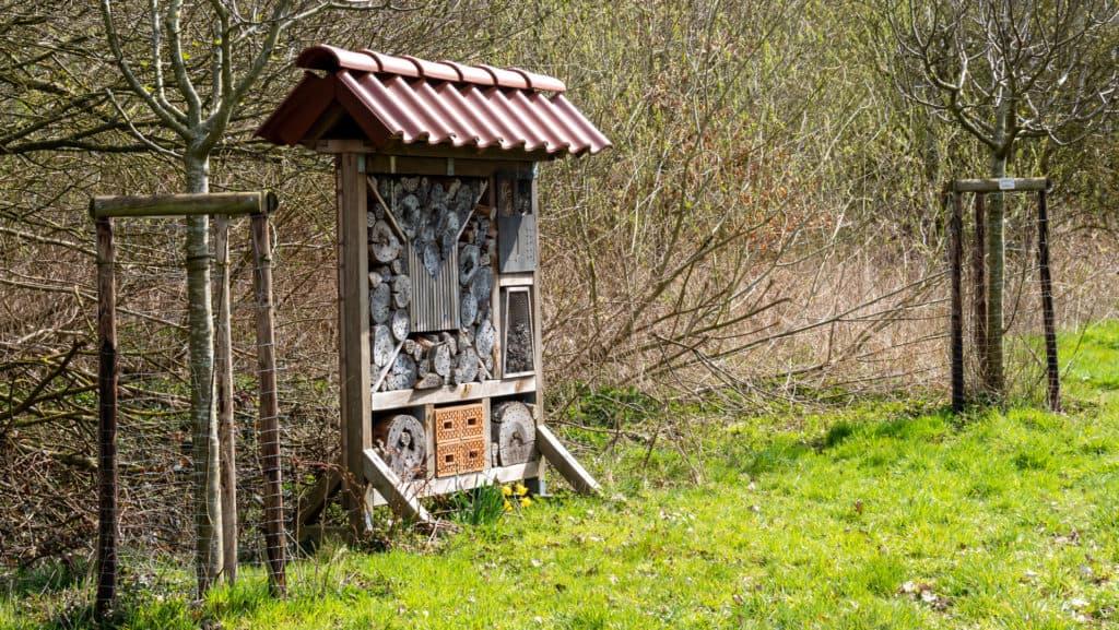Insektenhotel an der Streuobstwiese
